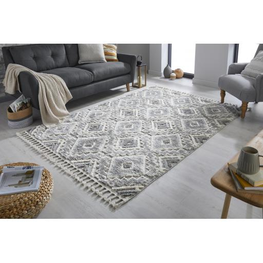 Aria Victoria Hand Tufted Grey/Cream Tasseled Rugs