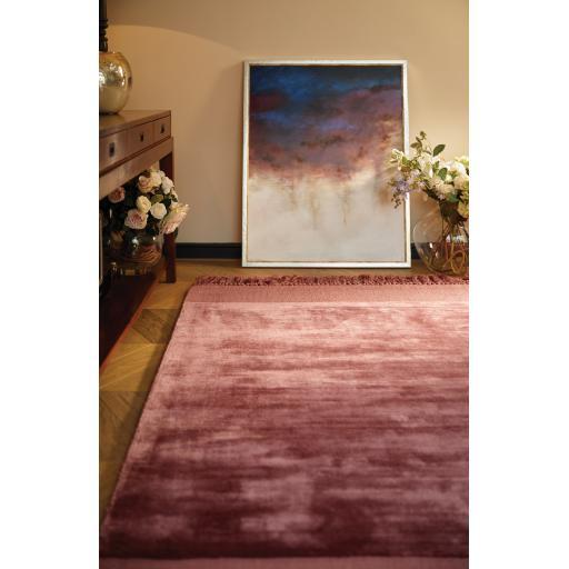Luxury Plain Karma Guru Soft Silky Viscose Rug in Tuscan Rose